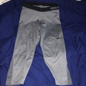 Women's dri-fit Nike pro crop leggings size large